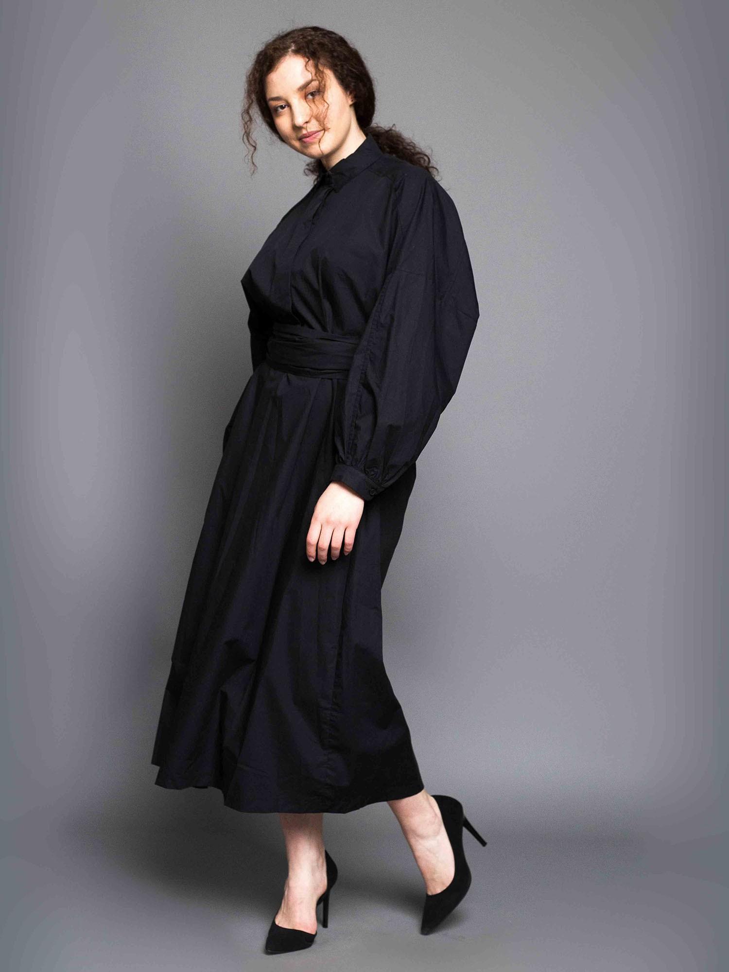 ff69cf9673409e1 Платье с длинным поясом (чёрный) в интернет магазине Индиго